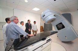 Wilson Lima visita FCecon e reforça parceria que garante fim da fila de espera por radioterapia no Amazonas